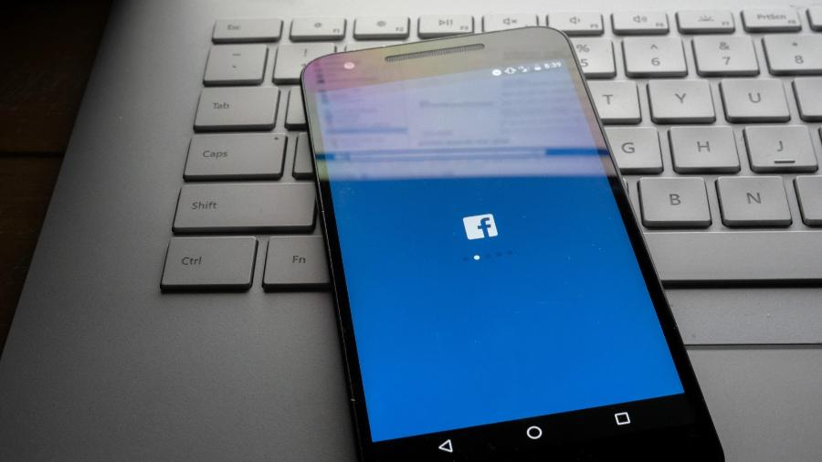 Funcionários do Facebook, programaram inteligência artificial